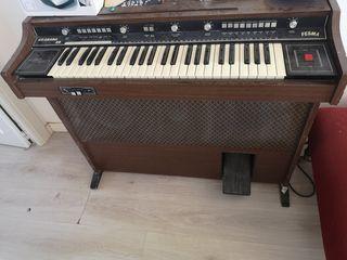 piano fesma antiguo