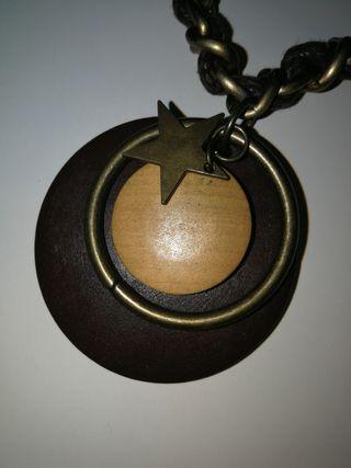 Collar de cuerda y bronce