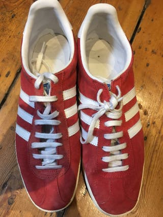 Mens Adidas Gazelle red trainers (9UK)