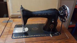 Máquina de coser Alfa (antigua) con mueble