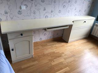 Mueble de madera juvenil