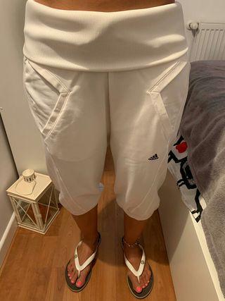 Pantalón chandal bombacho blanco. Talla S. Adidas