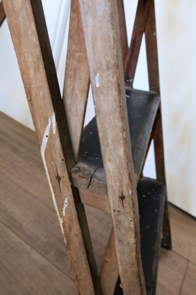 Antigua escalera madera vintage