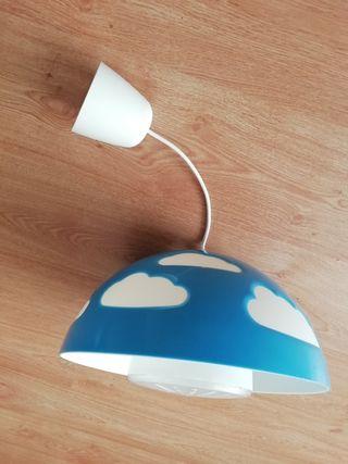 Lámpara de techo nubes IKEA.