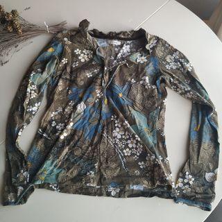 Camiseta flores manga larga Yerse. Talla L/M