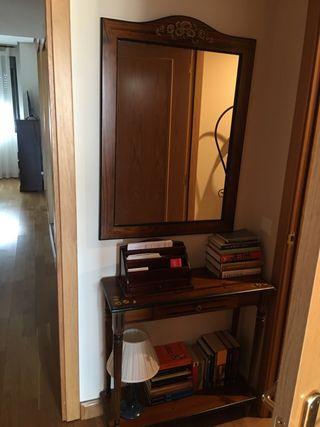 Mueble y espejo de madera