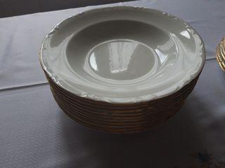 Vajilla de porcelana pontesa