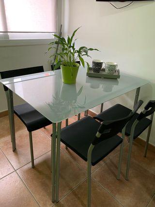 Mesa de cristal y sillas 110x75 cm