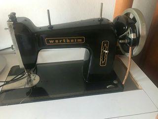 Máquina de coser Wertheim.