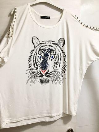 Camiseta Hombro Descubierto. Talla L