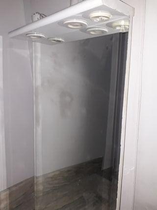 estupendo espejo con luz para el baño