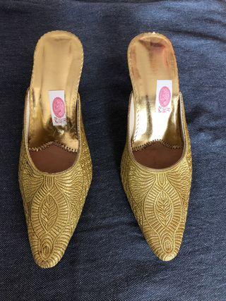 Zapato Dorado destalonado