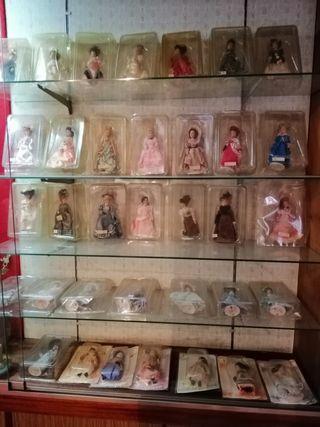 colección de 35 muñecas de época