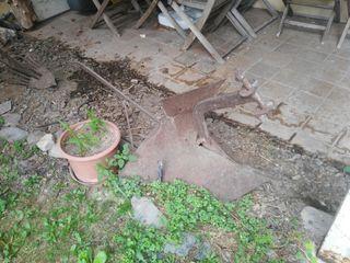Herramienta de campo antigua para decorar jardín