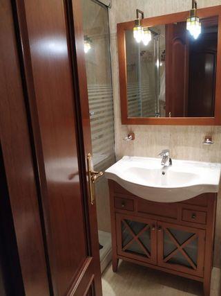 mueble baño ,espejo y mueble auxiliar