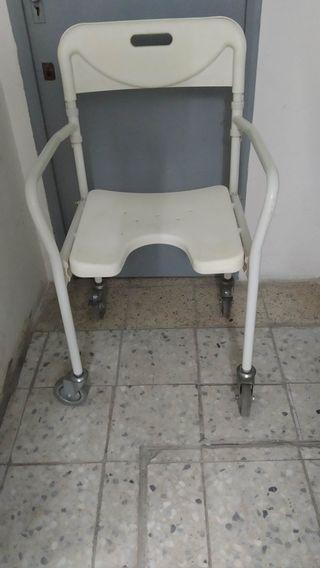 Silla con ruedas ortopedia para baño o ducha