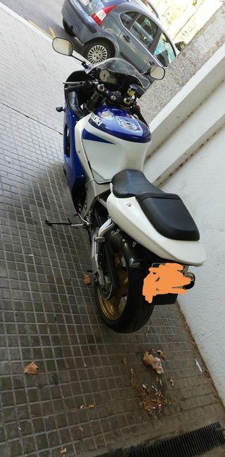 Suzuki 750cc (URGE) negociable