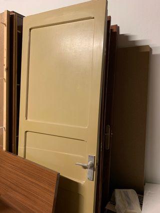 8 puertas de madera maciza