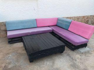 Sofa de palets con mesa