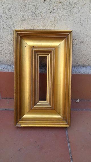 Marco vintage dorado para espejo.