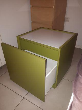 Cajonera o mueble de almacenamiento verde