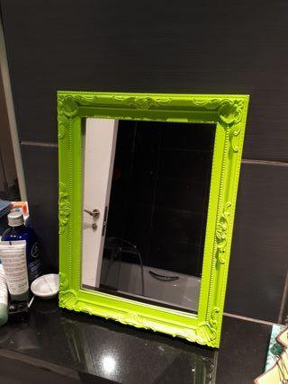 Espejo con cuadro verde