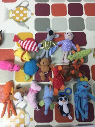 Muñecos pequeños 2 X 1€
