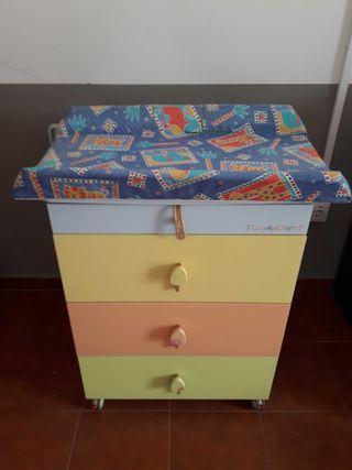 Mueble cambiador con bañera para bebé