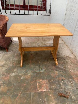Mesa madera con dos sillas