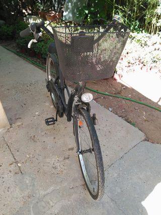 se vende bicicleta de paseo de mujer