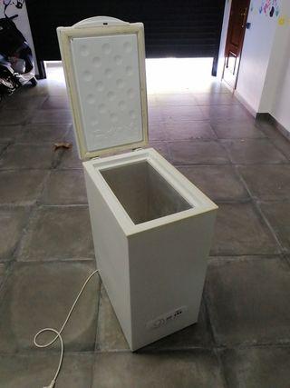 Congelador arcón 70 litros