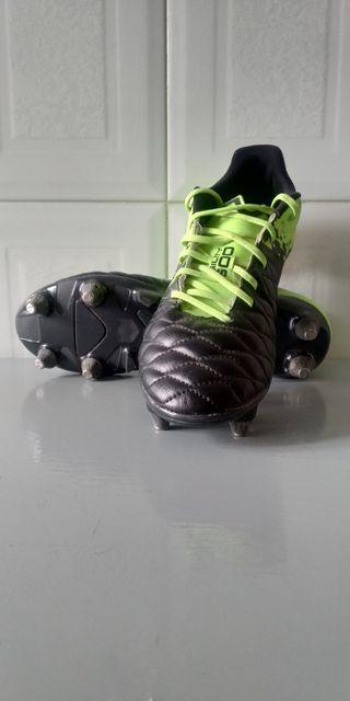 Botas de fútbol tacos mixtos