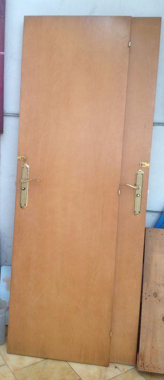 2 puertas con picaportes y visagras de 61 x 200 cm