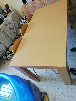 mesa familiar cn 6 sillas en muy buenas condicione