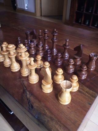 piezas y caja ajedrez madera