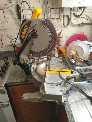 Ingletadora para madera marca DEWALT