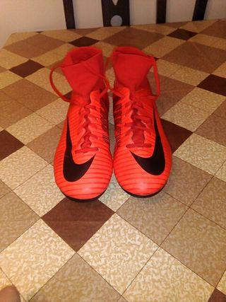botas de fútbol NIKE Mercurial talla 38.5