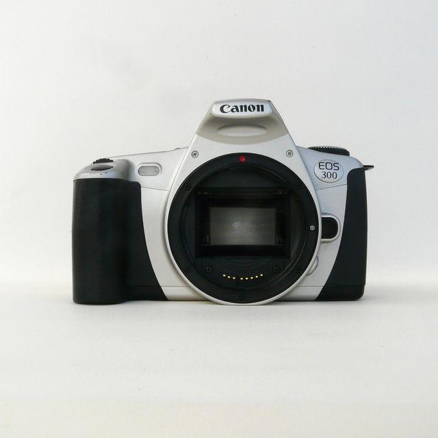 CAMARA CANON EOS 300 + SIGMA EF 70-210 F4-5.6