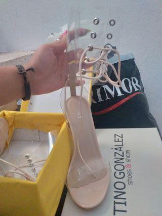 sandalia de tacón transparente