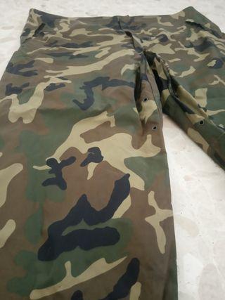 Pantalón chubasquero camuflaje