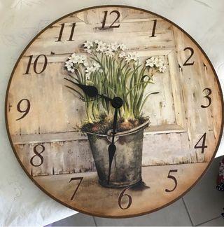 Reloj de pared. 35 cm de diámetro.
