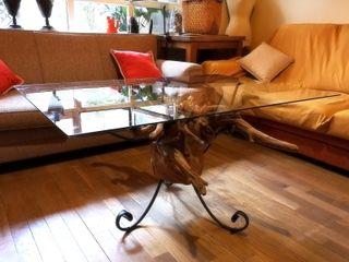 Mesa de raíz de cedro