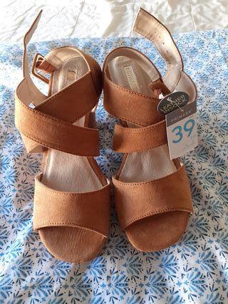 Zapatos de cuña con tacón