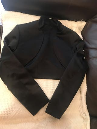 Chaqueta tipo bolero en color negro