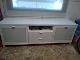 mueble de madera blanco