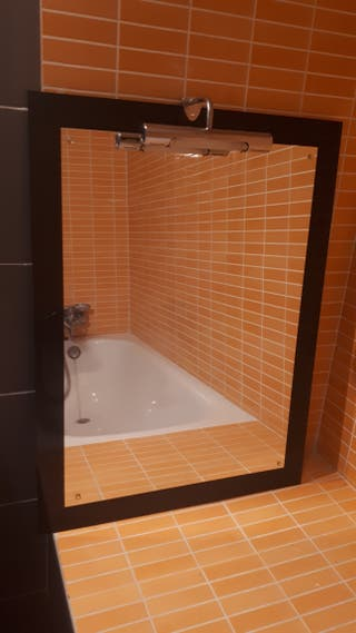 Espejo de baño con aplique