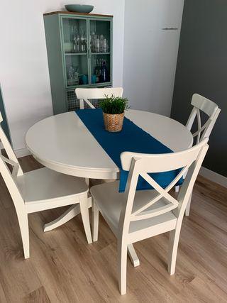 Mesa de comedor extensible y 4 sillas de IKEA