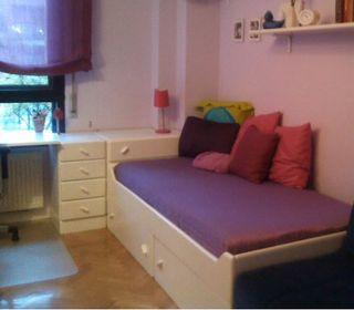 Habitación infantil con cama nido lacada en blanco