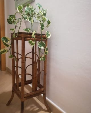 Mesita auxiliar de bambú