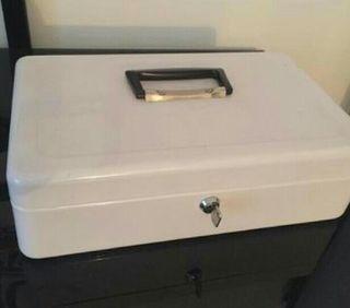 caja fuerte para organizar billetes y monedas